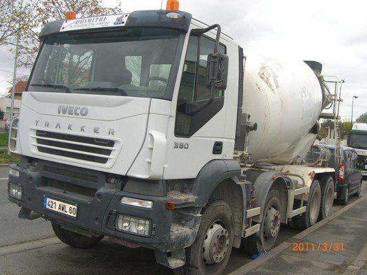kamion s mešalicom za beton IVECO