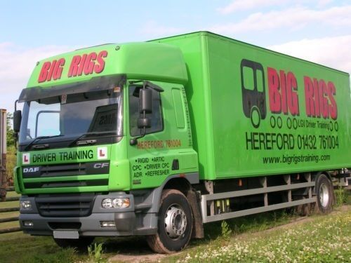 kamion furgon DAF CF 65.250 g/p. 11 tonn , furgon 53 m3, vorota,spalnik.