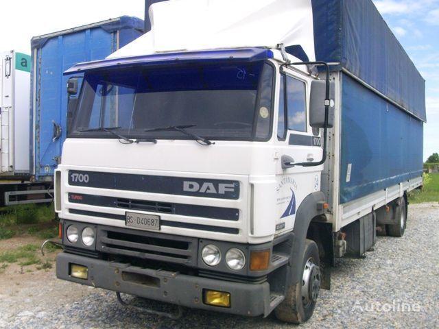 kamion s ceradom DAF 1700