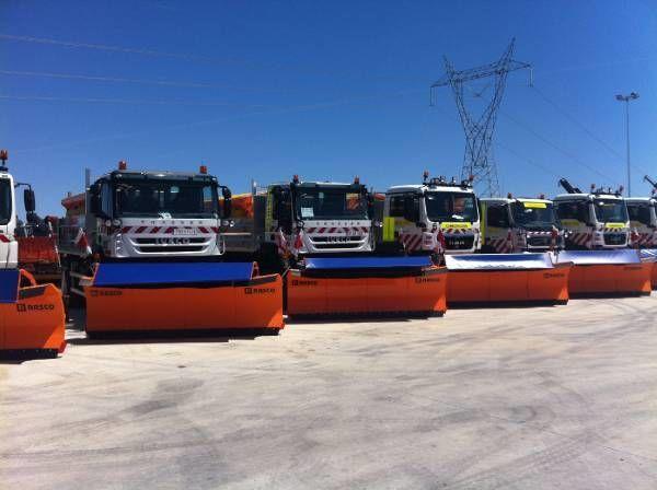 rasipač peska RASCO NEW truck 4x4+ spreader + snow plough + tipper box