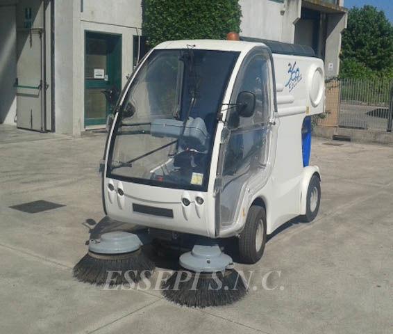vozilo za čišćenje ulica UCM-UNIECO 360 ELECTRIC