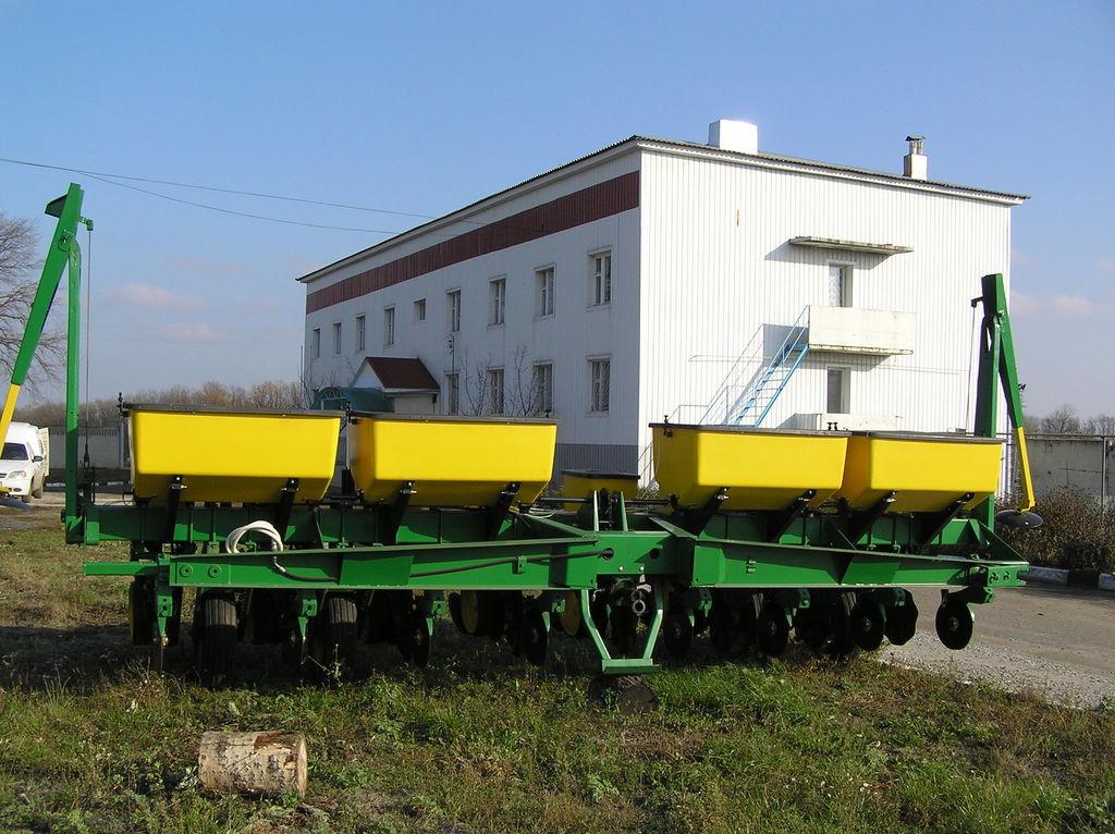 mehanička precizna sejačica JOHN DEERE 7000 8 ryadnaya