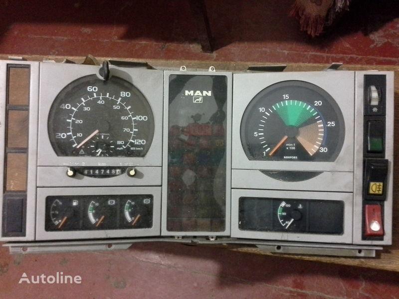 instrument tabla za kamiona MAN  L2000