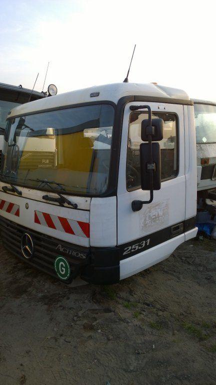 kabina za kamiona MERCEDES-BENZ Actros Budowlana dzienna 11500 zl