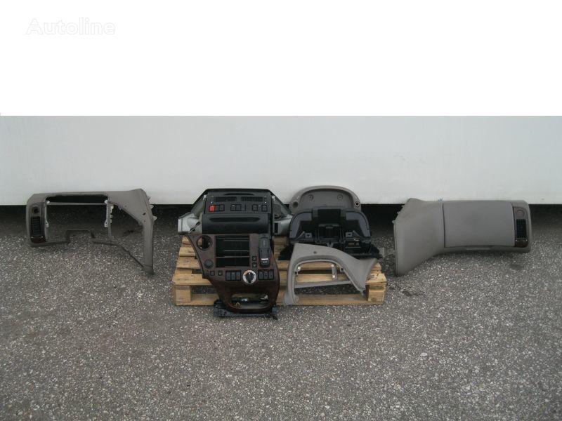 oblaganje  WYPOSAŻENIE WNĘTRZA KABINY SSC za tegljača DAF XF 105