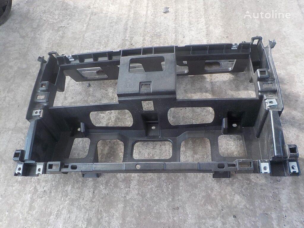 rezervni delovi  Nesushchaya balka srednyaya chast (plastik) MAN za kamiona
