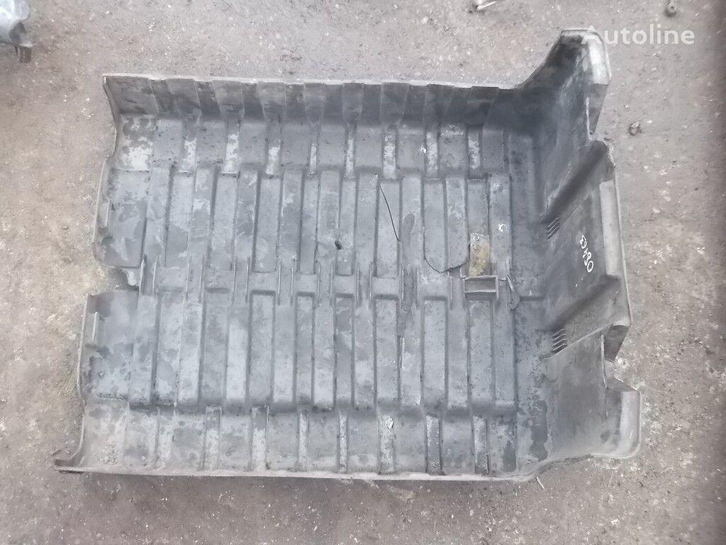 rezervni delovi  Kryshka AKB DAF za kamiona