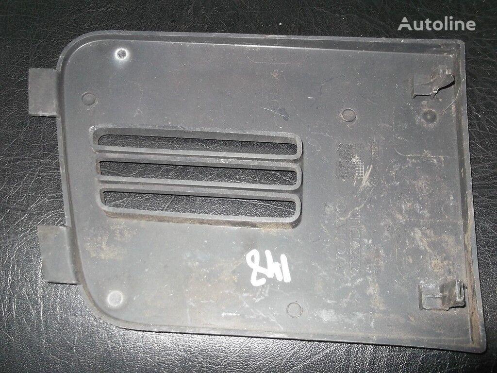 rezervni delovi  Kryshka nizhney reshetki radiatora za kamiona VOLVO
