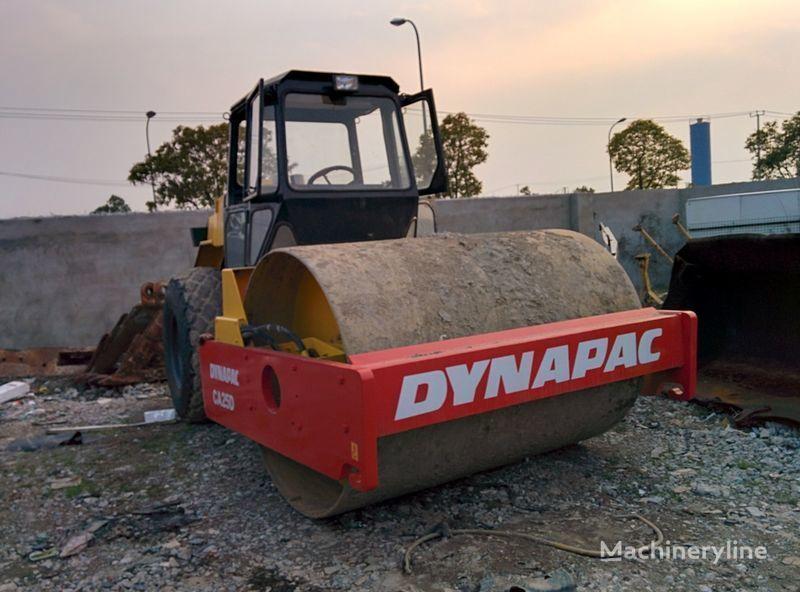 kompaktor s jednim valjkom DYNAPAC CA25D