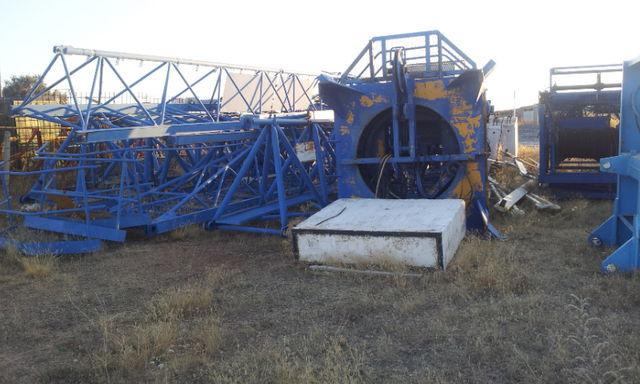 toranjski kran POTAIN 775 A opcion base y jaula de telescopaje