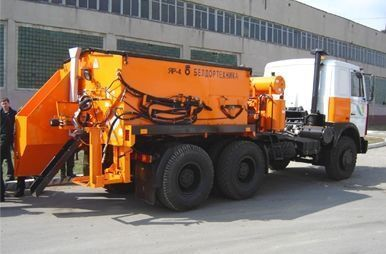 mašina za reciklažu asfalta MAZ YaR-4