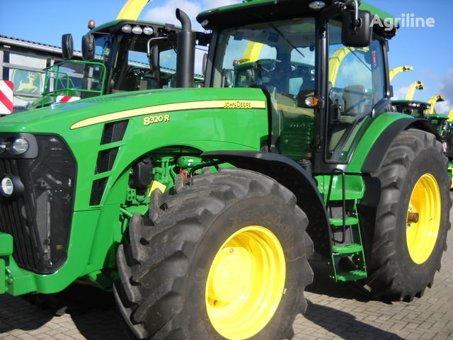 traktor točkaš JOHN DEERE 8320 R (NOVYY)
