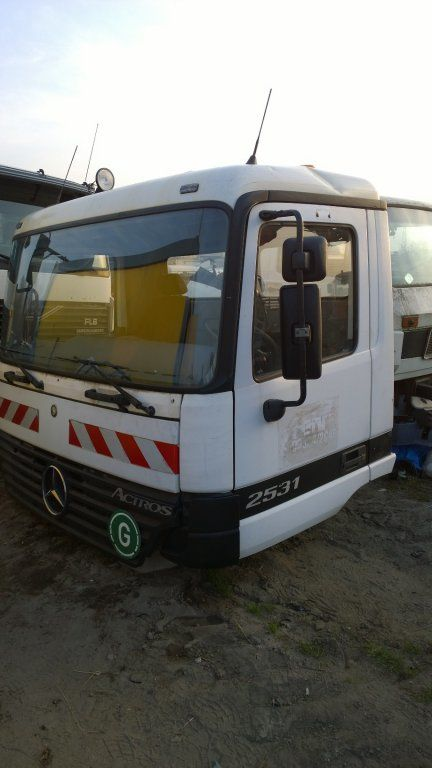 kabina MERCEDES-BENZ za kamiona MERCEDES-BENZ Actros Budowlana dzienna 11500 zl