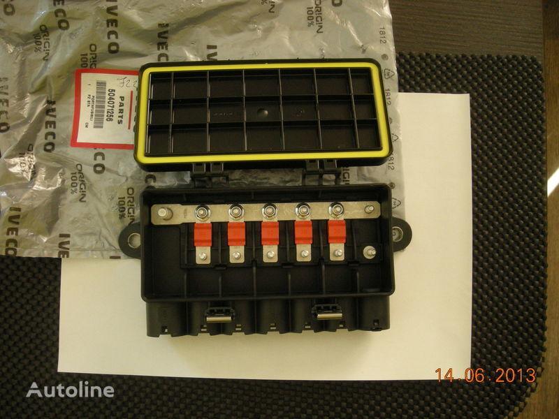 nova kutija s osiguračima  IVECO 504071256 41221026 za tegljača IVECO