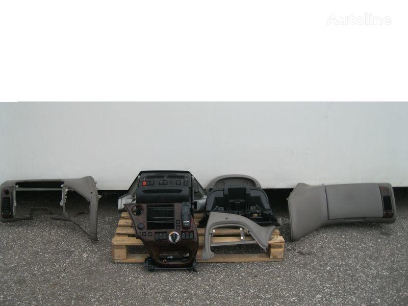 oblaganje  PRZEKŁADKA PRZERÓBKA KABINY Z ANGLIKA za tegljača DAF XF 105