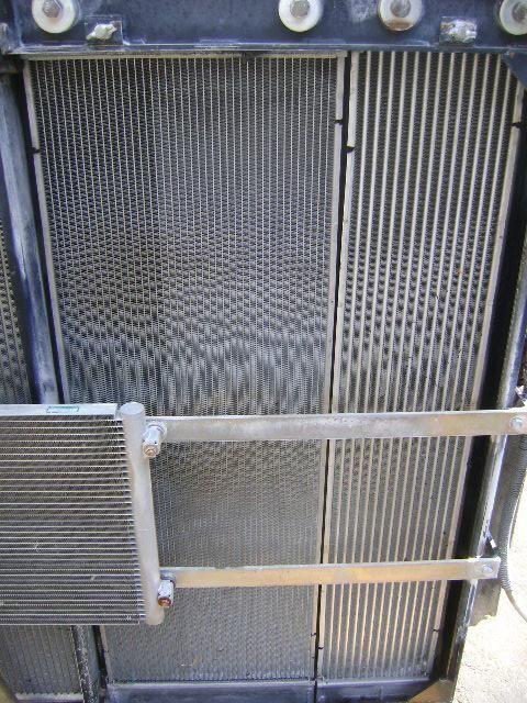 radijator za hlađenje motora za bagera NEW HOLLAND E 385 B