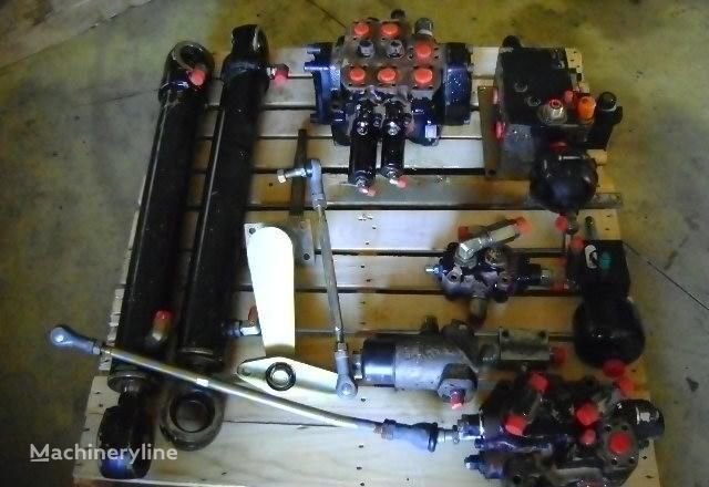 razvodnik paljenja FIAT-HITACHI za utovarivača točkaša FIAT-HITACHI  W 230