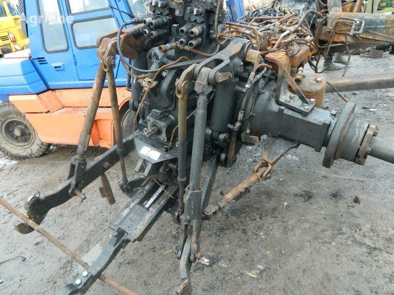 rezervni delovi b/u zapchasti / used spare parts NEW HOLLAND za traktora NEW HOLLAND T7030