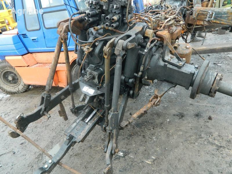 rezervni delovi  b/u zapchasti / used spare parts za traktora NEW HOLLAND T7030