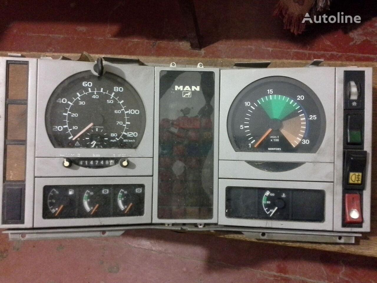 tahograf  Spidometr  Tahometr originalni zapchasti kabini za kamiona MAN  L2000 Po zapchastyam