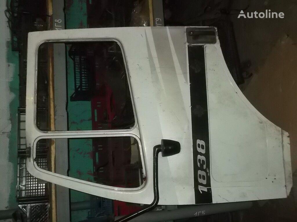 vrata  perednyaya LH Mercedes Benz za kamiona