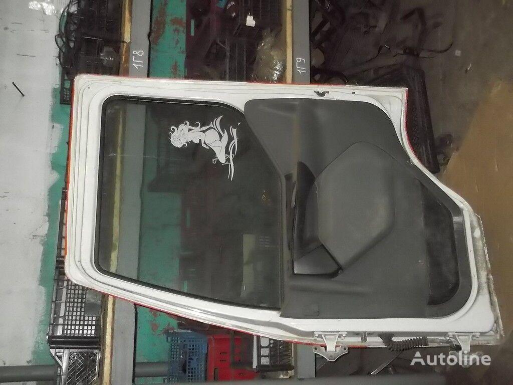 vrata  perednyaya RH Renault za kamiona